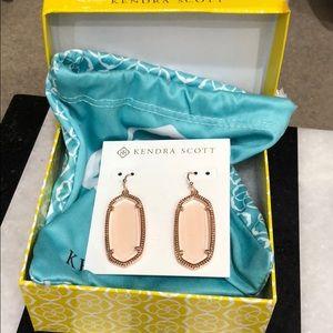 Kendra Scott Dani earrings in peach
